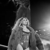 """Watch Beyonce Cover Prince's """"The Beautiful Ones"""" During Dallas Tour Stop"""